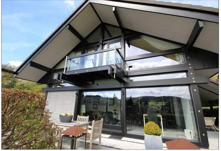 Transparent, elegant, entspannt: Haus mit Aussicht