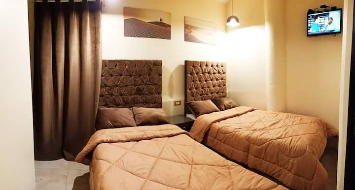 Cozy Room 2 Beds with Private Bath Downtown Cairo