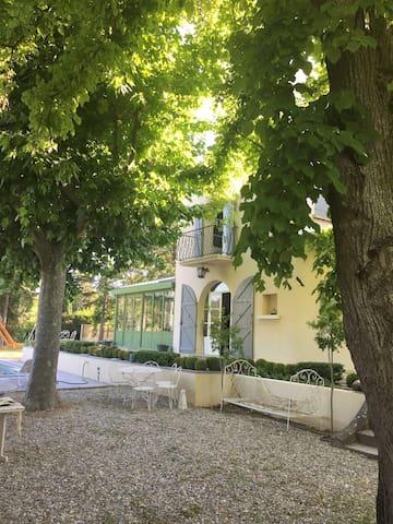 Maison T7 Piscine au coeur de Gréoux Les Bains