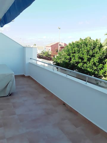 Balcon con orientacion a Levante y vista parcial al Mediterraneo