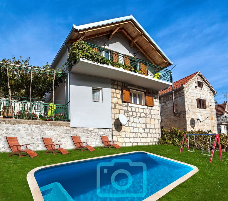 Elaborate Large Pool Houses: Mediterranean House With Heated Pool And Jacuzzi