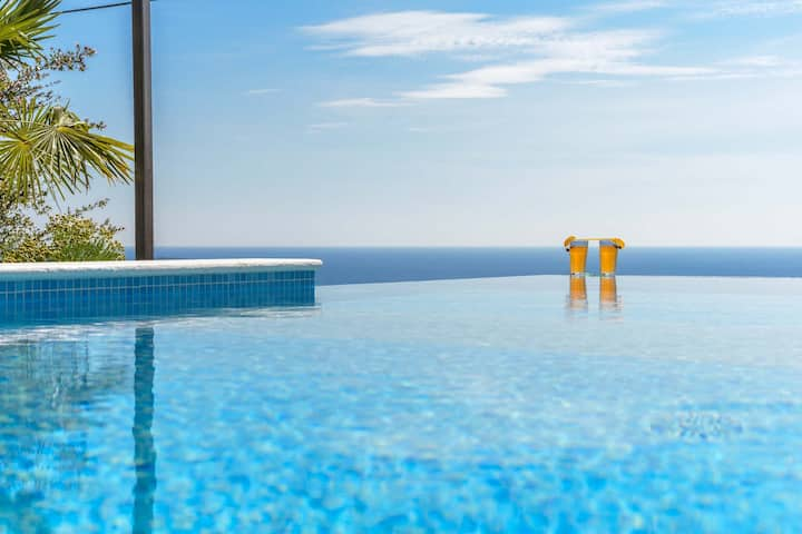 Villa with infinity Pool, Mlini-near Dubrovnik