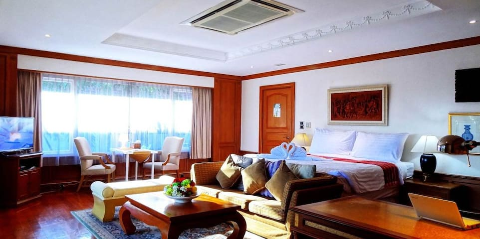 Asias Boutique Club / The Homestays R1 King Room - Pathum Thani - Hotel boutique