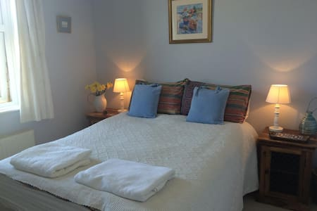 Bright, cosy room in lovely period period - Sherborne - Bed & Breakfast