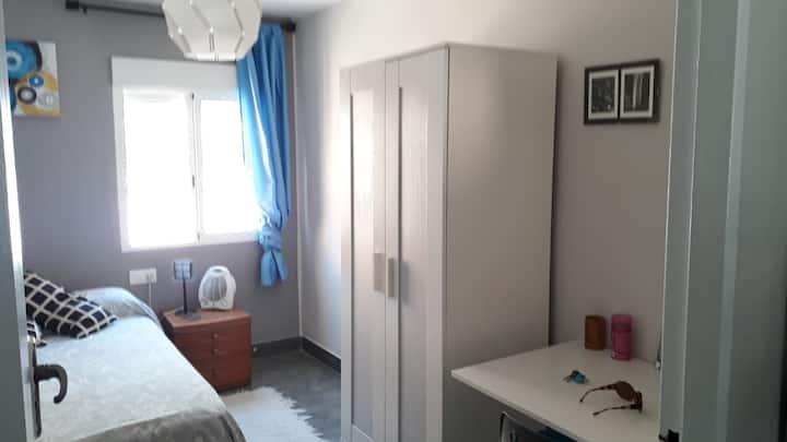 Habitación a estrenar en un piso en Sagunto.