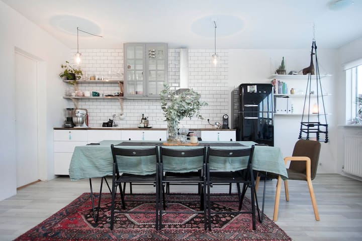 Cosy kid-friendly home in a old neighbourhood - Mosfellsbær - Hus