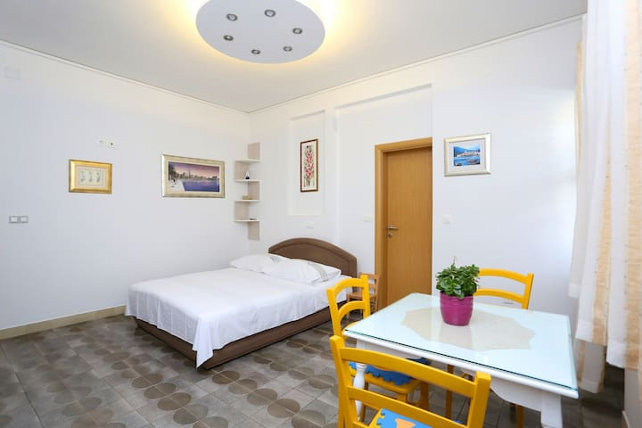 Studio apartment with terrasse