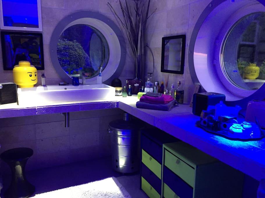 La salle de bain, vue de nuit
