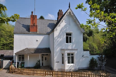 Large family house for short rental - Prestbury