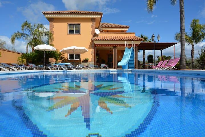 Villa en la Costa del Sol con piscina climatizada