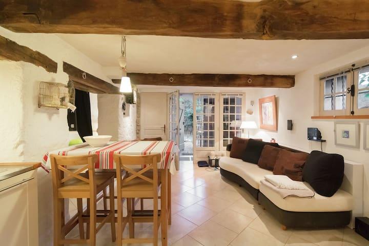 Casa de vacaciones aislada en el sur de Francia con piscina