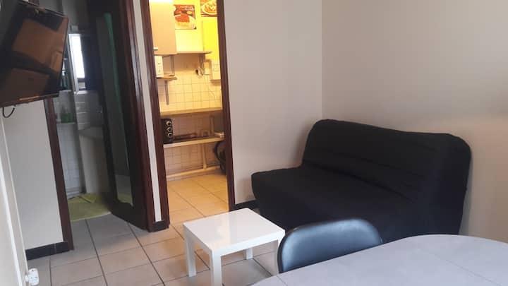 Studio Centre Auxerre avec parking gratuit TV+WIFI
