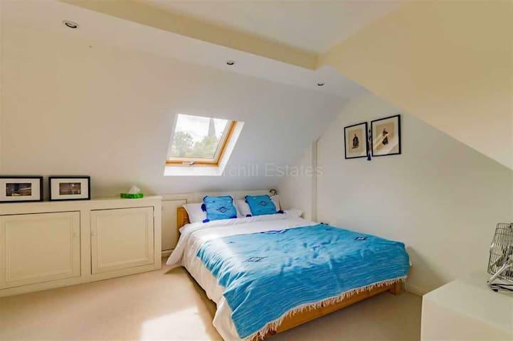 Luxury Double Bedroom & En Suite!