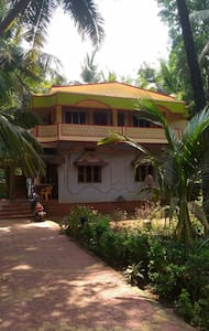 Room with attached bathroom near Gokarna Beach