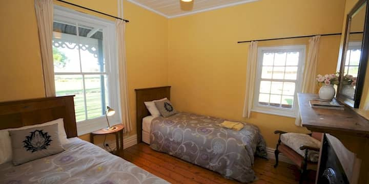 Twin Room in Peter's Farm Lodge Waipiata