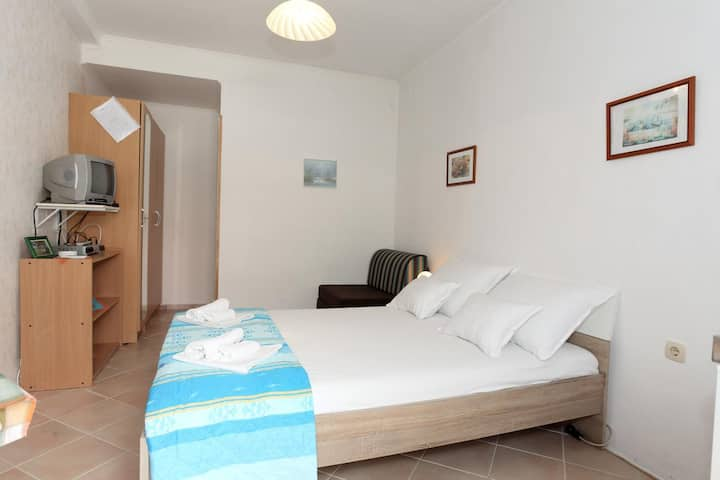 Studio flat with terrace Pag (AS-16016-a)
