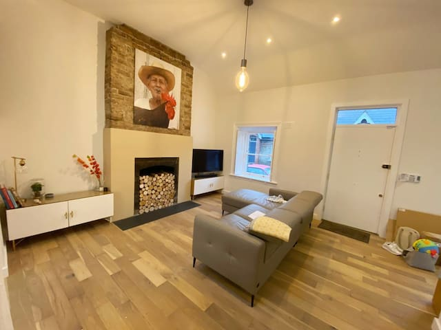 Newly Renovated Beautiful Cottage Near Seafront.