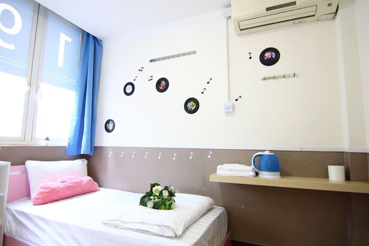 (佐敦) ★單人房★ 1分鐘到達地鐵站, 鄰近高鐵站, 持牌旅館 (Single Room)