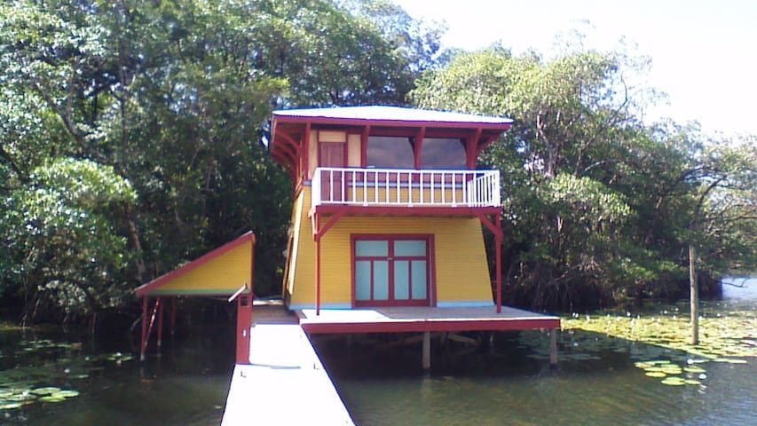 Tropical Waterfront Cabin aka the Tower House - Río Dulce - Dom