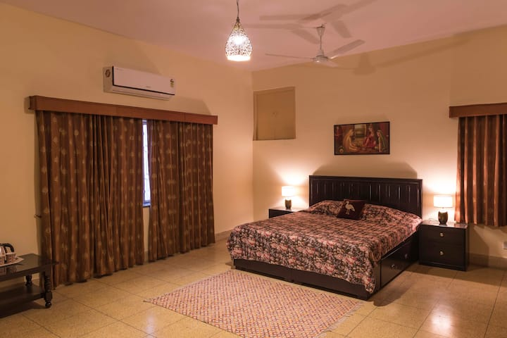 Luxurious & Peaceful Bungalow in Civil lines