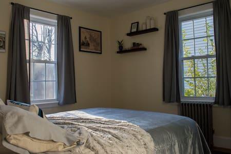 Sunny, Charming, Cozy Corner Room