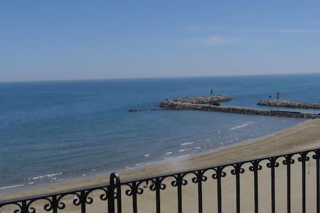 Bel apartement avec vue sur mer - Port Saplaya