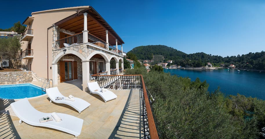 Villa Amfora - Six Bedroom  with Terrace and Pool