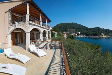 Villa Amfora - Six Bedroom  with Terrace and Pool - Smokvica