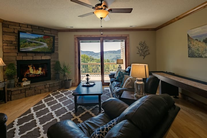 Luxury Condo with AMAZING Mountain Views 1A