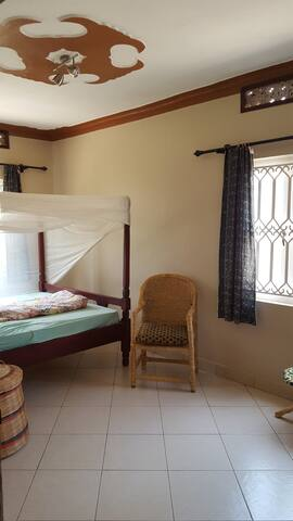 Beautiful non sc bedroom in a peaceful setting - Kampala - Casa