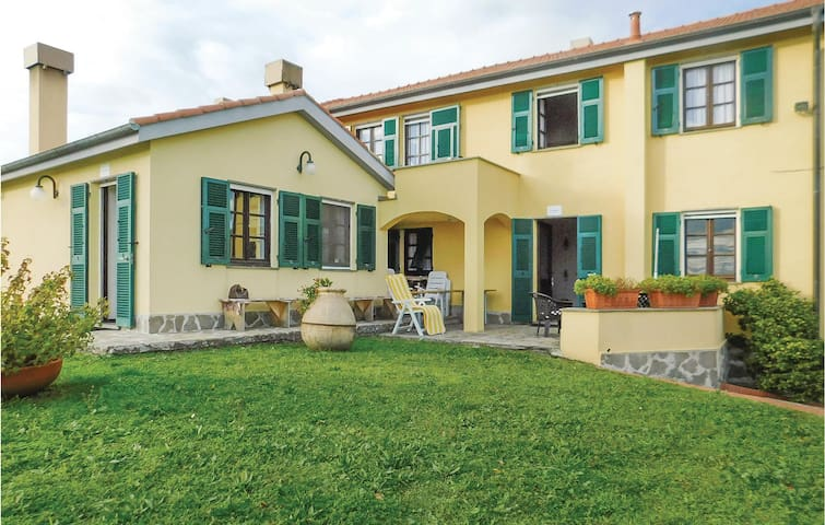 Semi-Detached with 2 bedrooms on 80 m² in Calice al Cornoviglio