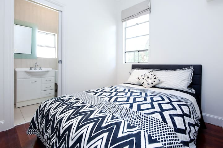CENTRAL SURRY HILLS 1 BED  DH4942 - Surry Hills - Flat