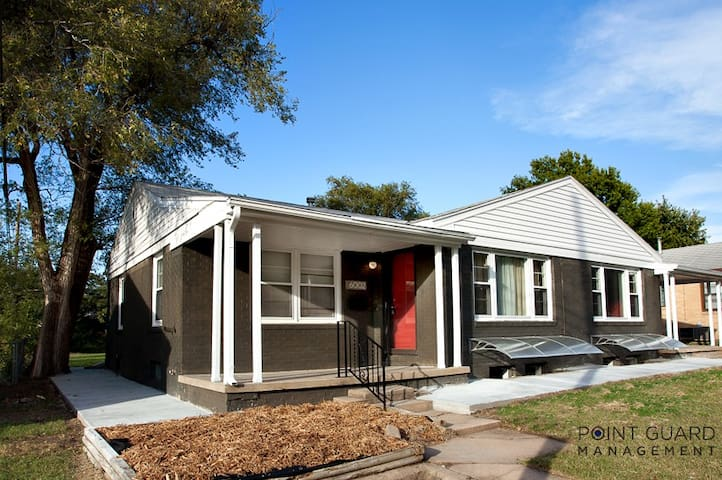Beautifully Remodeled 4 Bed Home - Wichita - Huis