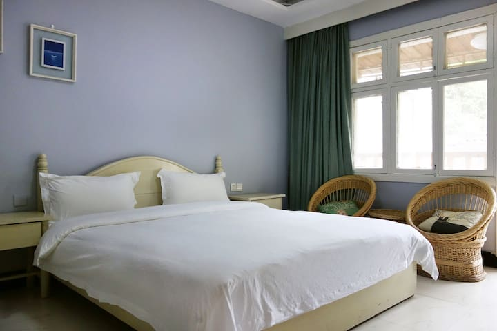 简约阳台大床房 - Xiangxi - Hostel