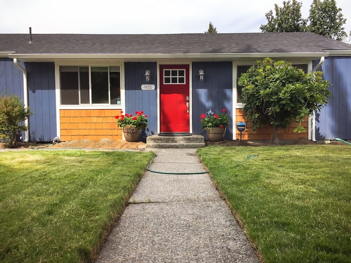 Tacoma Cutie **Newly Remodeled** Entire House