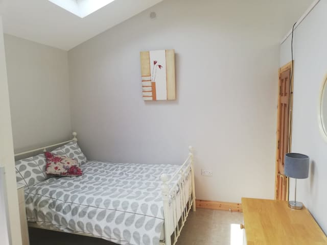 Modern Bright Studio Apartment in Galway City