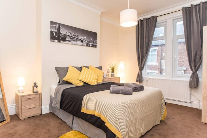 Comfortable 3 Bed Flat Close to Train Station + free Netflix