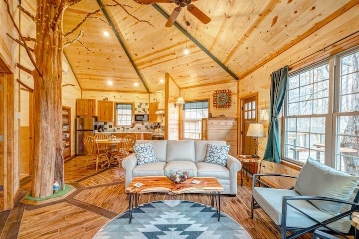 Luxury Treehouse Getaway just North of Nashville