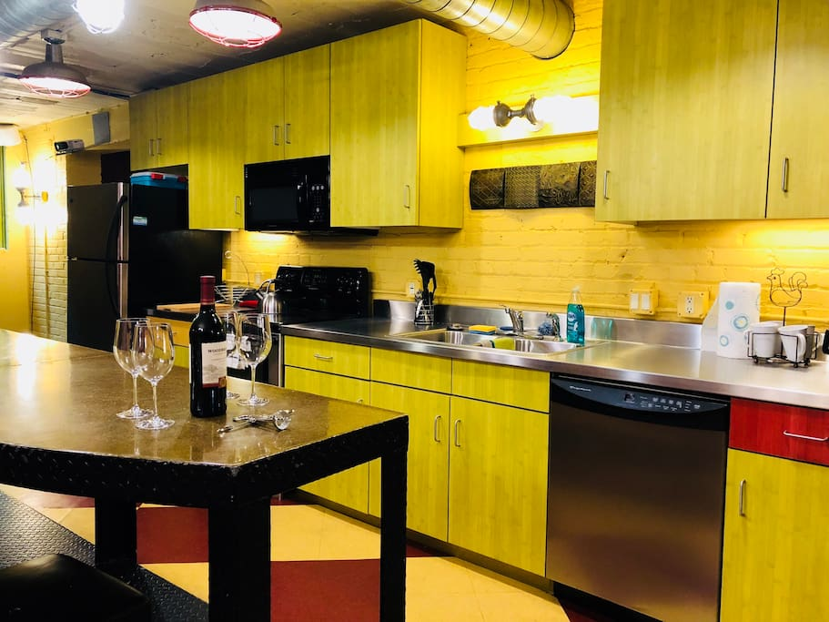 Stylish Modern Design.  Fully equipped Kitchen including dishwasher