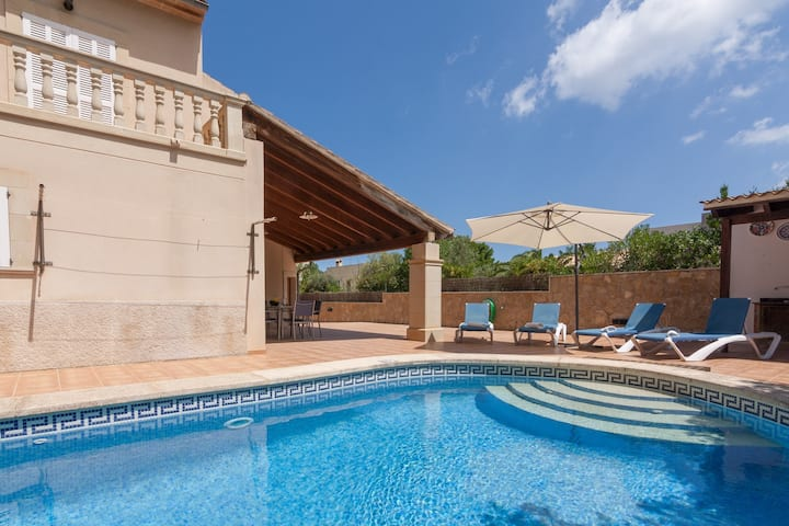 Fantastic chalet with pool close to the beach