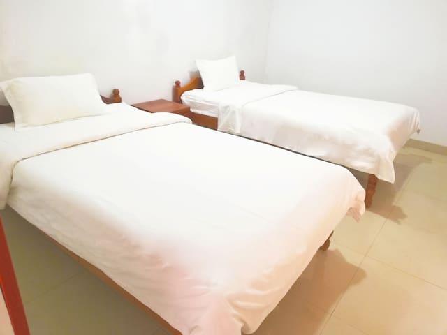 (双床房)如家酒店,可步行到海边和码头(go to Koh Rong Island),美食,在市中心