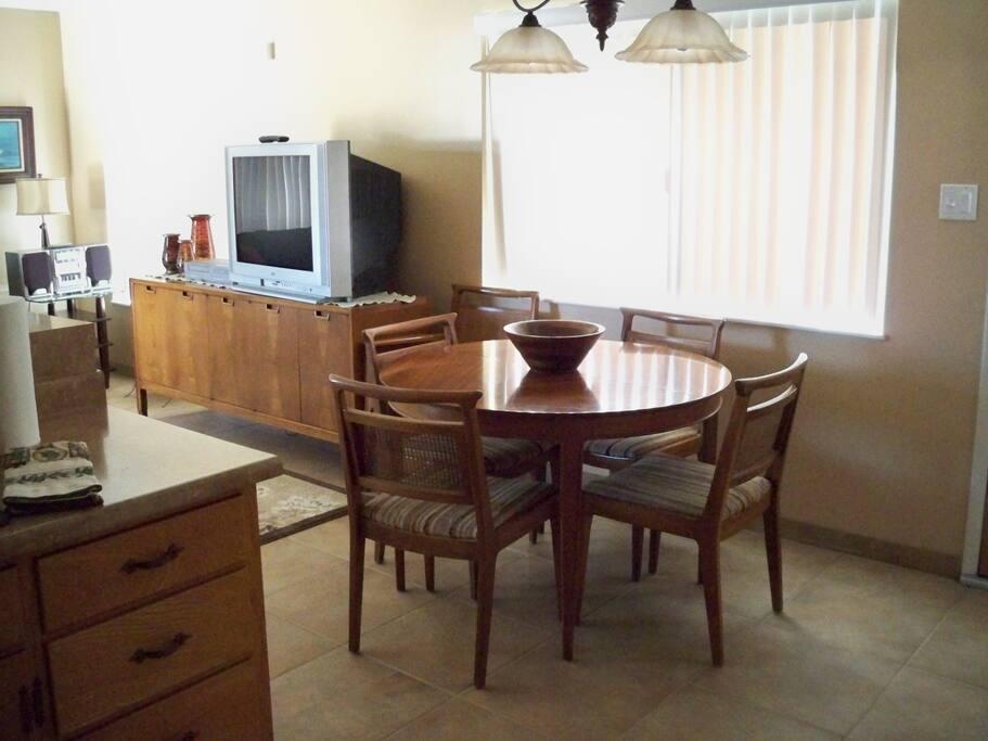 321 San Luis-Dining Area