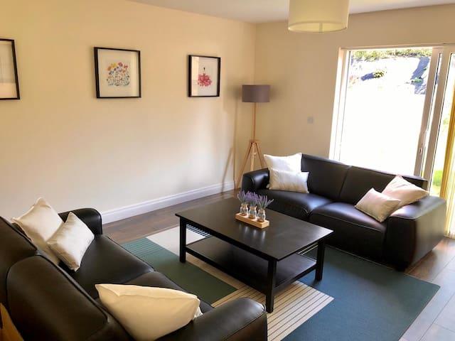 Spacious 4 Bedroom Townhouse - Ballina /Killaloe
