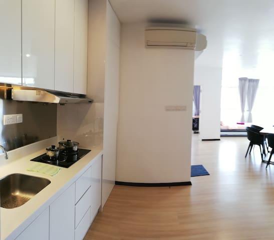118 Island Plaza (Deluxe Studio Apartment)