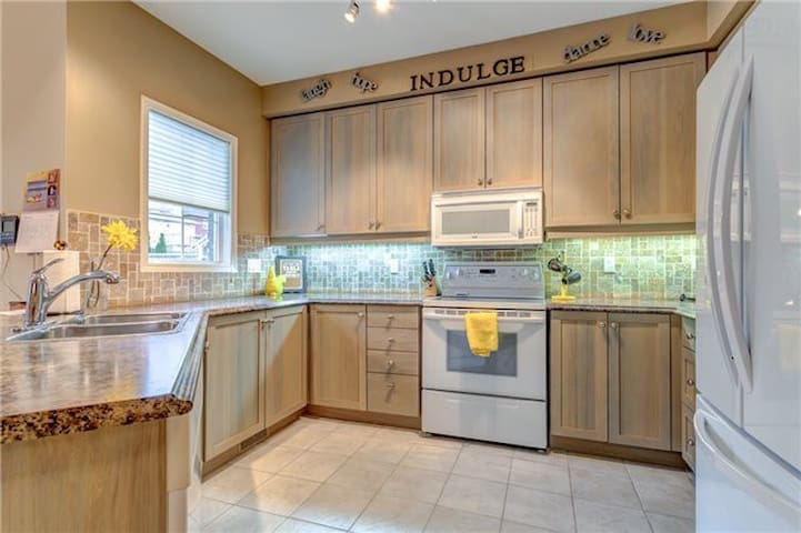 Cozy Home with 4 bedrooms-1453
