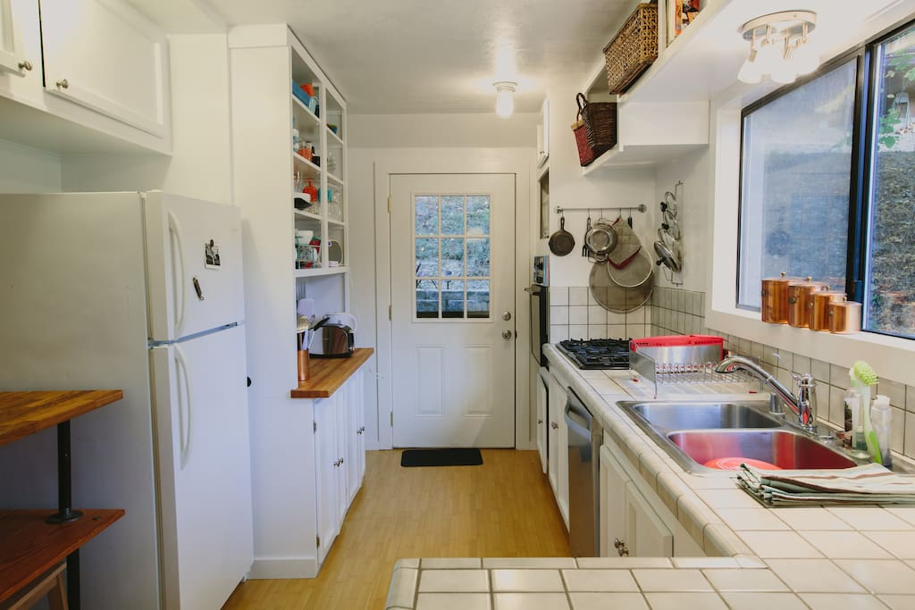Full kitchen with dishes, all-you-can-consume-coffee and pantry essentials.
