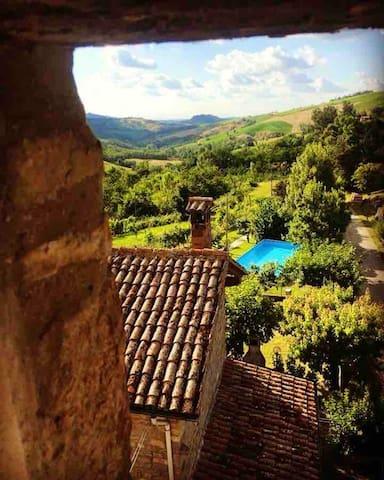 Apartamento de 2 habitaciones en Monte San Pietro, con piscina compartida, terraza y WiFi
