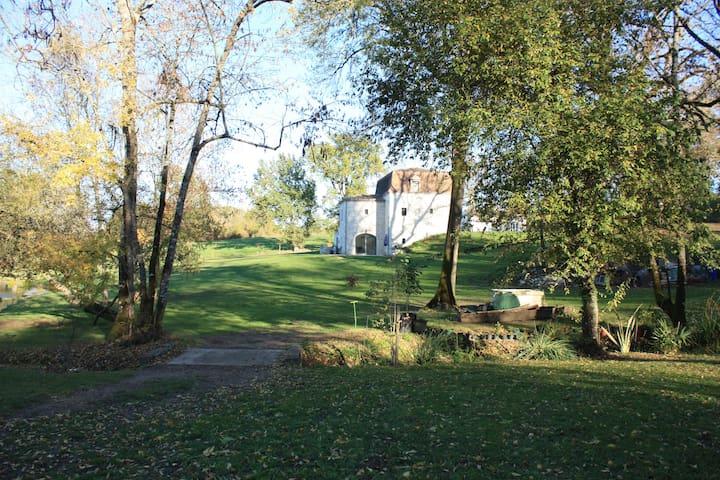 Périgord:Chambre 2pers à la campagne avec piscine