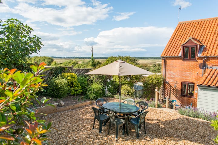 Wells | Spacious home | 4 minute walk from Quay