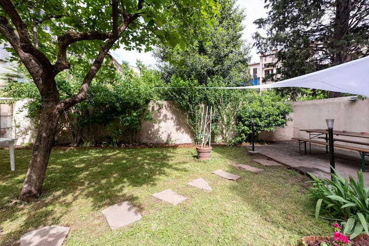 Apt with Garden and 3 beedroom - 8 min from center